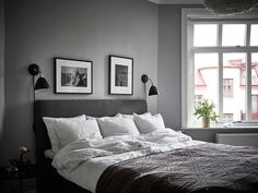 How to use picture frames in interior Design? Dream Bedroom, Home Bedroom, Bedroom Wall, Bedroom Decor, Bedrooms, Bedroom Photos, Bedroom Inspo, Bedroom Colors, Gray Interior