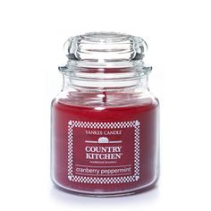 Cranberry Peppermint Yankee Candle | A playful, invigorating mix of icy cool peppermint and sweet cream.