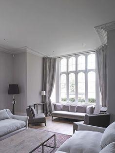 janela ampla em sala de estar