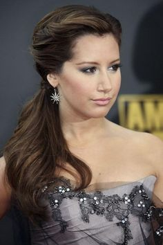 a8b60__Side-Ponytail-Hairstyles-Trend-for-2012-520x780