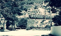 """https://flic.kr/p/kQnk5M   el automotor va saliendo de Viña del Mar, sector Estero en 1970    El 1 de enero de 1930, el Almirante Gómez es víctima de un fatal accidente automovilístico en una de las curvas del camino conocido como """"El Olivar"""" que unía la ciudad de Quilpué con Viña del Mar. ¿es este lugar? La vía ferroviaria en donde se aprecian unos carros planos de carga pertenece a un desvío que se dirigía, luego de pasar bajo el Puente Las Cucharas, a una cantera, de la cual ext..."""