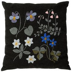 """Kesämetsä"" Pillow Diy Embroidery, Vintage Embroidery, Embroidery Stitches, Embroidery Designs, Wool Quilts, Lesage, Sewing Stitches, Soft Furnishings, Handicraft"