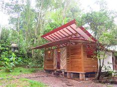 Small Wooden House, บ้านไม้ยกพื้นสไตล์กระท่อมหลังเล็ก ๆ หรือบ้านสไตล์คอทเทจ เรียบง่าย ล้อมรอบด้วยสวนและธรรมชาติสีเขียว