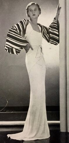 Vintage Fashion At first I thought it was sleeves. But it must be a little bolero—thought with gigantic (fabulous) sleeves! Vintage Inspired Fashion, 1930s Fashion, Art Deco Fashion, Retro Fashion, Fashion Styles, Vintage Glamour, Vintage Beauty, Vintage Style, Vintage Dresses