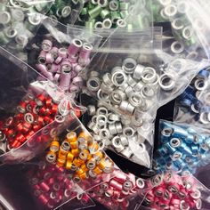 Knitting needles cut and ready for something fun & creative! Knitting Projects, Craft Projects, Projects To Try, Simple Bracelets, Simple Jewelry, Diy Knitting Needles, Finger Plays, Bijoux Diy, Making Ideas