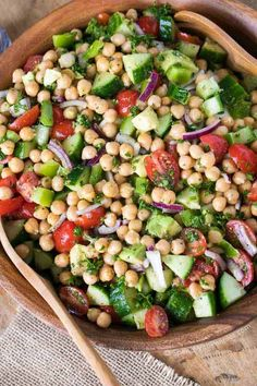 Refreshing cucumbers, juicy diced tomatoes, crisp bell peppers and smooth creamy avocados are the perfect complement to chickpeas! Not only is the combination of colors and textures beautiful, it is loaded with flavor for a totally irresistible meal ready in just minutes.#spendwithpennies #chickpea #chickpeasalad #saladrecipe #makeaheadsalad #lunchrecipe #easyrecipe #easysidedish #potluck #bbq Healthy Side Dishes, Healthy Salads, Healthy Eating, Healthy Broccoli Salad, Healthy Lunches, Diet Recipes, Cooking Recipes, Healthy Recipes, Avocado Recipes