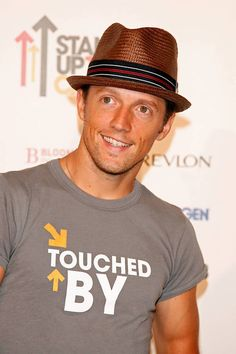 Famous Men and Their Fashionable Fedoras: Jason Mraz Wyclef Jean, Jason Mraz, Love Songs Lyrics, Soul Sisters, Famous Men, Actor Model, Worlds Of Fun, Make Me Happy, Hats For Men