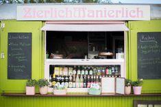 Kennst du schon das kleinste Café Leipzigs? Das ZierlichManierlich ist gerade einmal acht Quadratmeter groß. Trotzdem finden in dem umfunktionierten Zirkuswagen am Richard-Wagner-Hain viele Leckere…