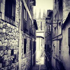 """""""Callejoneando por #Burgos"""" ...por @jahnamvievien • Instagram"""