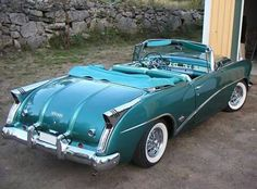 Buick Skylark Convertible 1954 stepping out of chevy mode for a minute.I would definitely love to drive this baby! American Classic Cars, Old Classic Cars, Austin Martin, Vintage Cars, Antique Cars, Vintage Auto, Buick Cars, Buick Gmc, Luxury Garage