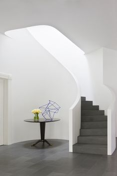 David Hicks _ Toorak Residence — Shannon McGrath Foyer Staircase, Spiral Staircase, David Hicks, Apartment Interior, Stairways, Home Renovation, Sweet Home, House Design, Luxury