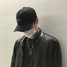 ulzzang boys with mask and cap Bad Boy Aesthetic, Couple Aesthetic, Korean Couple, Korean Girl, Grunge Style, K Pop, Black Korean, Monochrome Fashion, Grunge Fashion