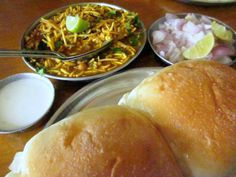 Misal Pav Recipes, All Restaurants, Food Reviews, Street Food, Spice Things Up, Spicy, Foods, Dishes, Ethnic Recipes