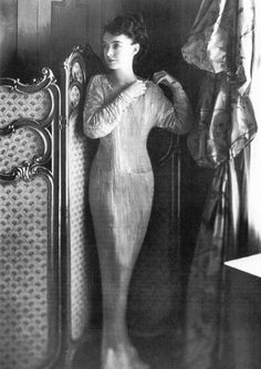 Lillian Gish in Fortuny