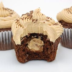 Already did Savannahs cupcakes but maybe next time! Buckeye Cupcakes - Dark chocolate cupcakes with a peanut butter ball in the middle and topped with a creamy peanut butter frosting. Peanut Butter Filling, Peanut Butter Frosting, Peanut Butter Filled Cupcakes, Cream Filling For Cupcakes, Butter Icing, Nutter Butter, Cupcake Recipes, Cupcake Cakes, Dessert Recipes
