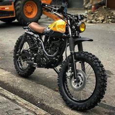 Yamaha Scrambler 150cc @benditamacchina #gentlebikers #gentlebiker ___________________ Follow @gentlebikers if you love bikes as much as we… Scrambler Motorcycle, Motorcycle Helmets, Honda Scrambler, Yamaha Motorcycles, Motorcycle Style, Motorcycle Outfit, Honda Ruckus, Vintage Bikes, Vintage Motorcycles