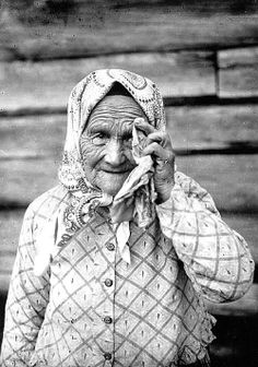 Väisänen (Finnish, The weeper Irinja Taronen. Professional mourners - weeping women - most commonly cried at weddings and funerals in Karelia, Finland. Respect Your Elders, Half The Sky, Baba Yaga, Working Woman, Vintage Photography, Old Pictures, Historical Photos, Vintage Photos, At Least