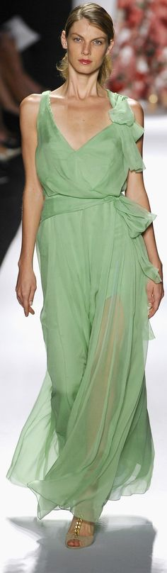 Carolina Herrera Green Fashion, Red Carpet Fashion, High Fashion, Womens Fashion, Carolina Herrera, The Color Of Money, Tiffany Green, Forever Green, Green Turquoise