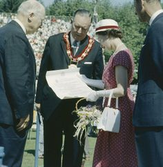 Queen Elizabeth reading document in front of a crowd while on a visit to Canada, July 1959. #vintage #Canada #1950s #royalty