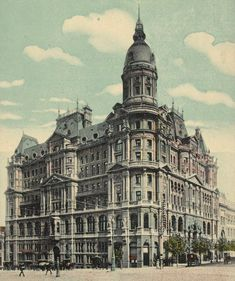 A postcard depicting the now demolished Federal Coffee Palace in Melbourne. Image courtesy of the State Library of Victoria.