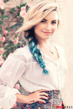 Love this hair! If I ever dyed my hair, I would dip-dye the ends like this.
