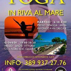Yoga in riva al mare