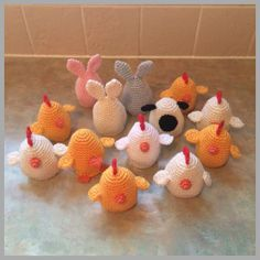 Cream Egg Covers - Free Amigurumi Crochet Pattern here: http://doubletrebletrinkets.co.uk/2015/01/02/cream-egg-covers/