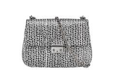 Dior http://www.vogue.fr/mode/shopping/diaporama/shopping-mode-pois-ete-2014/18333/image/993522#dior-shopping-mode-pois