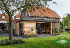 Overkapping Breukelen |van Viegen Handelsonderneming Garden Office, Outdoor Living, Outdoor Decor, Backyard Patio, Porch, Garage Doors, Farmhouse, House Styles, Gardening