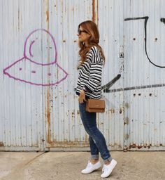 Casual Look. Look con jersey de rayas. A trendy life. #casual #denim #jeans #sneakers #tousbag #sunglasses #navysweater #aldomartins #pull&bear #tous #celine #marcomavilla #superga #outfit #fashionblogger #atrendylife www.atrendylifestyle.com