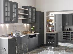 Une cuisine grise chaleureuse Le mélange des matières telles que le bois, le métal et le verre rendent cette cuisine ultra conviviale. Cuisine « Nuage», à partir de 699 €, Leroy Merlin
