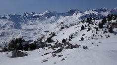 Somola (2692 metros), Punta Bucuesa o Pala de Alcañiz (2765 metros), Punta del Águila (2681 metros), Punta Escarra, (2751 metros), Pala de Ip (2779 metros) y Culivillas (2509 metros)