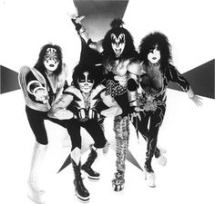 My favorite group from the time I was like 7 or 8 years old! I ever dressed up as Gene Simmons for Halloween one year :) Kiss Members, Kiss Pictures, Grunge, Kiss Band, We Will Rock You, Hot Band, Gene Simmons, Star Children, Classic Rock