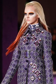 Prada Fall 2012 Ready-to-Wear Fashion Show Details Runway Fashion, High Fashion, Fashion Show, Fashion Hair, Fashion Women, Red Bob Haircut, Ginta Lapina, Preppy Style, My Style