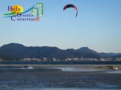 Kitesurf, Ponta das Canas, Florianópolis, inverno de 2013! É para os fortes!!! http://www.belasantacatarina.com.br/pontadascanas/