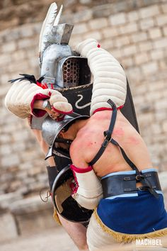 Lucha entre gladiadores y sus efectos Recreación de la lucha entre gladiadores de Tarraco Viva 2013. Tarragona Cataluña España Un día entre gladiadores romanos en Tarragona