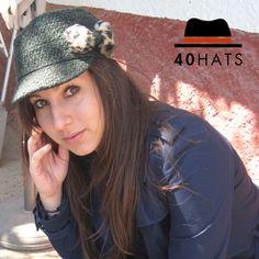 Gorra juvenil para temporada otoño-invierno. Con detalle de lazo lateral. www.fortyhats.com