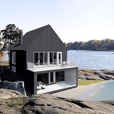 Get bored with your home exterior? We know already that Scandinavian design is becoming a trend now. Here are some design to make your house exterior more fantastic. Scandinavian Architecture, Architecture Design, Scandinavian Home, Interior Exterior, Exterior Design, Exterior Windows, Stucco Exterior, Grey Exterior, Exterior Paint