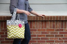 < Back To Free Tote Patterns Main Page Black and White Tote Bag – Free Sewing Tutorial Tote bags are perfect for carrying your essentials for a day out in the beach or pool. They can also offer the perfect storage solution for your little one's toys, books and other items during travel. This tutorial will show you how to …… Black and White Tote Bag – Free Sewing Tutorial ( image credit : http://www.love-to-sew.com/...