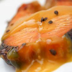 Receita de Salmão ao Molho de Maracujá - 500 gr salmão , 1 colher (chá) de sal , 1/2 colher (chá) de pimenta-do-reino branca , 1 xícara (chá) de suco de mar...