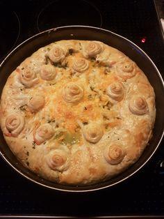 Zalm spinazie macaroni champignons taart in bladerdeeg