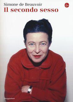 """Con """"Il secondo sesso"""", Simone de Beauvoir affranca la donna dallo status di minore che la obbliga a essere l'Altro dall'uomo, senza avere a sua volta il diritto né l'opportunità di costruirsi come Altra. Con veemenza da polemista di razza, Simone de Beauvoir passa in rassegna i ruoli attribuiti dal pensiero maschile alla donna - sposa, madre, prostituta, vecchia - e i relativi attributi - narcisista, innamorata, mistica. Approda, nella parte conclusiva, dal taglio propositivo, alla femme…"""