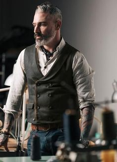 Introducing our doubled breasted canvas waistcoat with lambskin leather piping This is a bespoke item. Please see our policy in regards to bespoke pieces. Made in USA Extended sizes available for special order. Contact info@sheehanandcompany.com for more information. *MADE TO ORDER #GuideToMensClothing