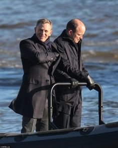 Daniel Craig looks happy as he films 'Spectre' on The Thames with Rory Kinnear ( Daily Mail 15/12/14 ).