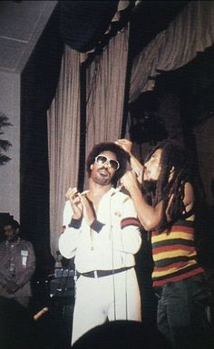 Stevie Wonder & Bob Marley live at Black Music Association, USA, 1979 Music Icon, Soul Music, Music Is Life, Damian Marley, Stevie Wonder, Bob Marley Legend, Robert Nesta, Nesta Marley, We Are The World