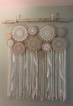 Crochet Doily Dream Catchers-What to do with these doilies! Doilies Crafts, Crochet Doilies, Lace Doilies, Fabric Crafts, Los Dreamcatchers, Crochet Projects, Craft Projects, Doily Dream Catchers, Dream Catcher Decor