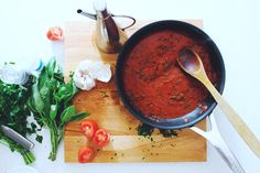 The best Italian tomato sauce recipe that can be used for pasta dishes, pizzas and anything else Italian!