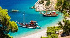 Skip Rhodos, Kos en Kreta! Kies eens voor een totaal andere Griekse bestemming dan waar het gros van de Nederlanders heen gaat. Karpathos bijvoorbeeld. Dit eiland, behorende bij de eilandengroep Dodekanesos heeft alles in huis voor wie van rust, tradities en ongerepte natuur houdt.
