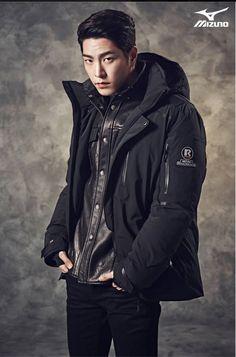 GUY CANDY: Hong Jong Hyun models Mizuno winter sportswear