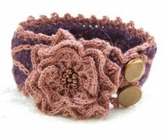 http://ann-sophie-design.blogspot.com/2012/02/modische-crochet-mutze-model-sabine-fur.html Crochet Bracelet